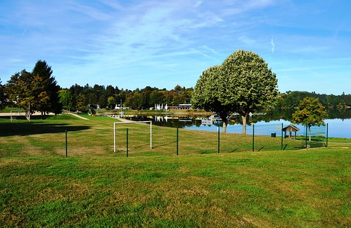 Butgenbach - Lac et terrain de sport