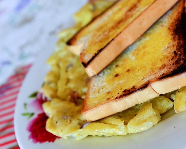 Nuestro desayuno en Batad. Huevos con patatas