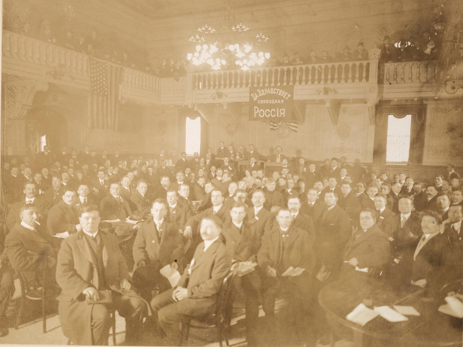 1917. Фракция большевиков преобладает на собрании русских эмигрантов в Нью-Йорке. Май