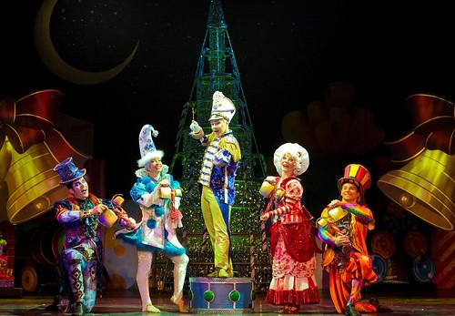 A Joyful, Colorful Show with Cirque Dreams Holidaze