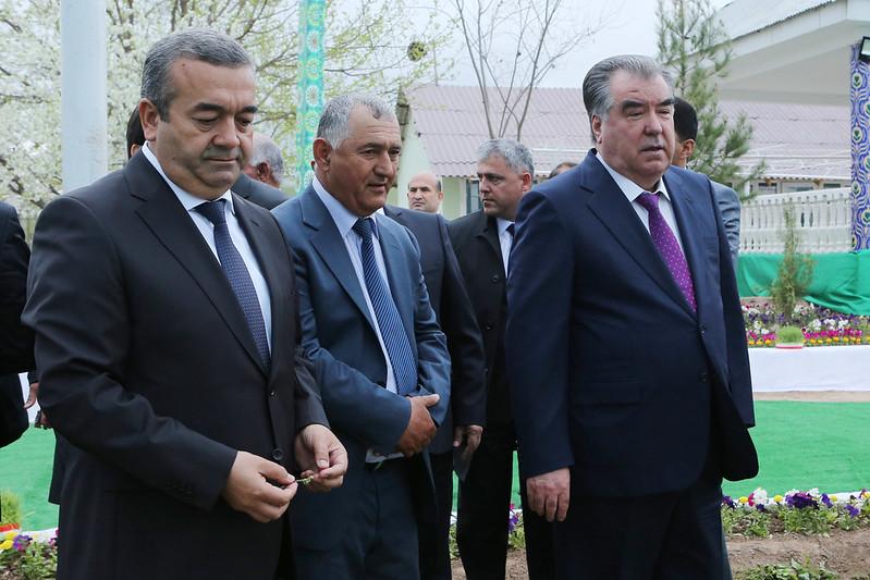 Лидер нации Эмомали Рахмон посетил Торговый кооператив «Бехбуди» района Кушониён