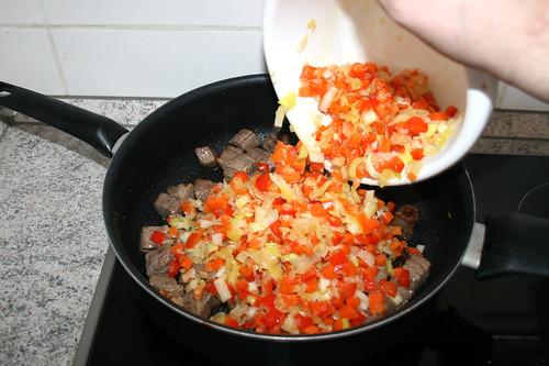 21 - Sautiertes Gemüse zurück in Pfanne geben / Put back sauted vegetables