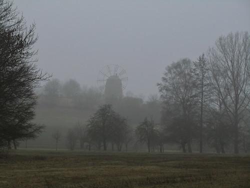 20110316 0203 248 Jakobus Eckartsberga Nebel Bäume Windmühle