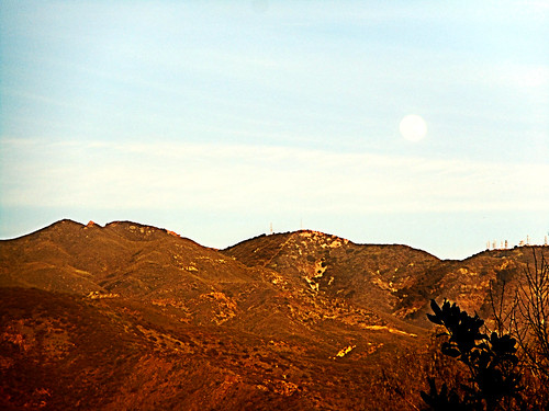 portolahills california photo digital winter thesaddleback mountains mountsantiago mountmodjeska santaanamountains moon concourseparkgolden hour landscape