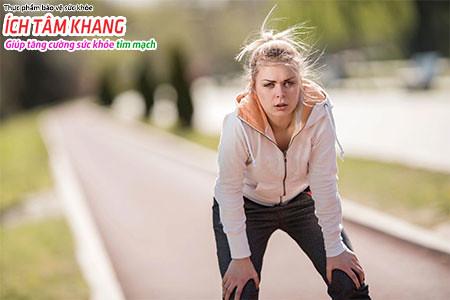 Khó thở là triệu chứng điển hình nhất của suy tim phải