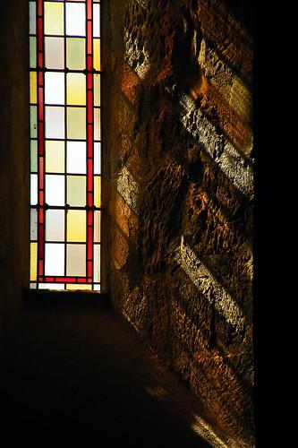 20090530 085 1109 Jakobus Kapelle Fenster Lichtspiel bunt_K