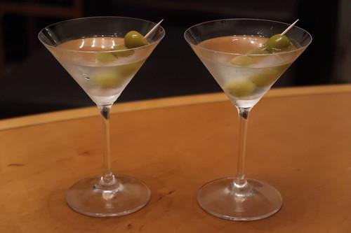 Dry Martini (im Wohnzimmer serviert)