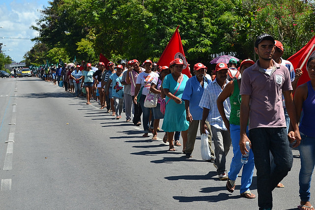 Landless workers march in protest for land reform in 2015 - Créditos: MST