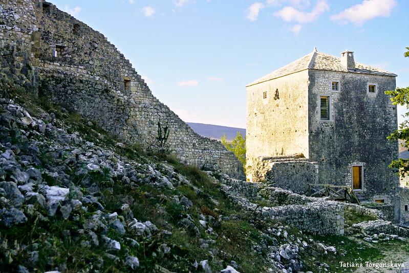 Башня крепости и крепостная стена