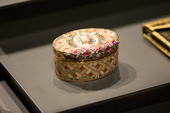 Decorative snuff box