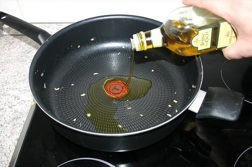 18 - Erneut Olivenöl in Pfanne erhitzen / Again heat up olive oil in pan
