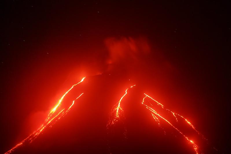 火山也是造成海嘯的成因之一。(圖片來源:Envato圖庫)