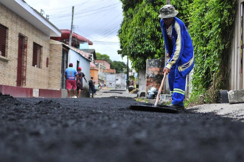 12.03.19 Serviços de tapa buracos no bairro Nova Esperança.