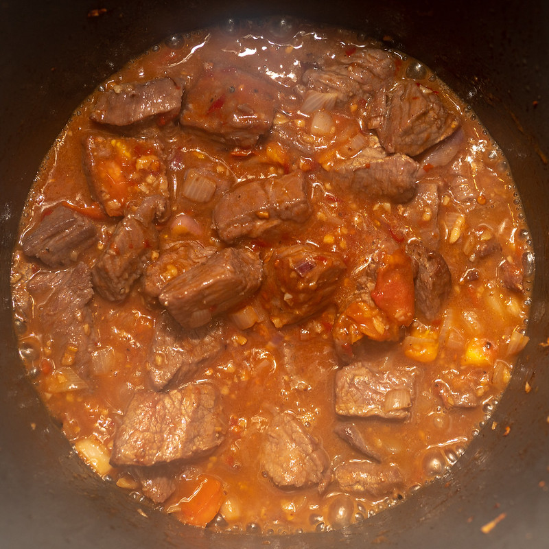 Return the the cubed beef in Thai chili to the stock