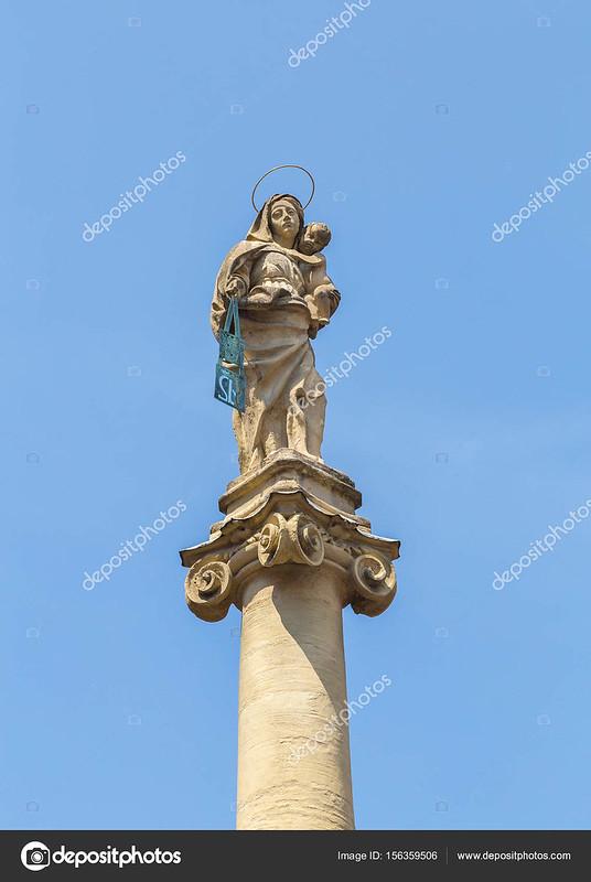 Statue Chiesa di San Martino Bologna Emilia Romagna Italy