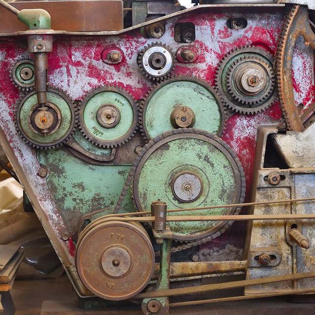 Gears on mill machine