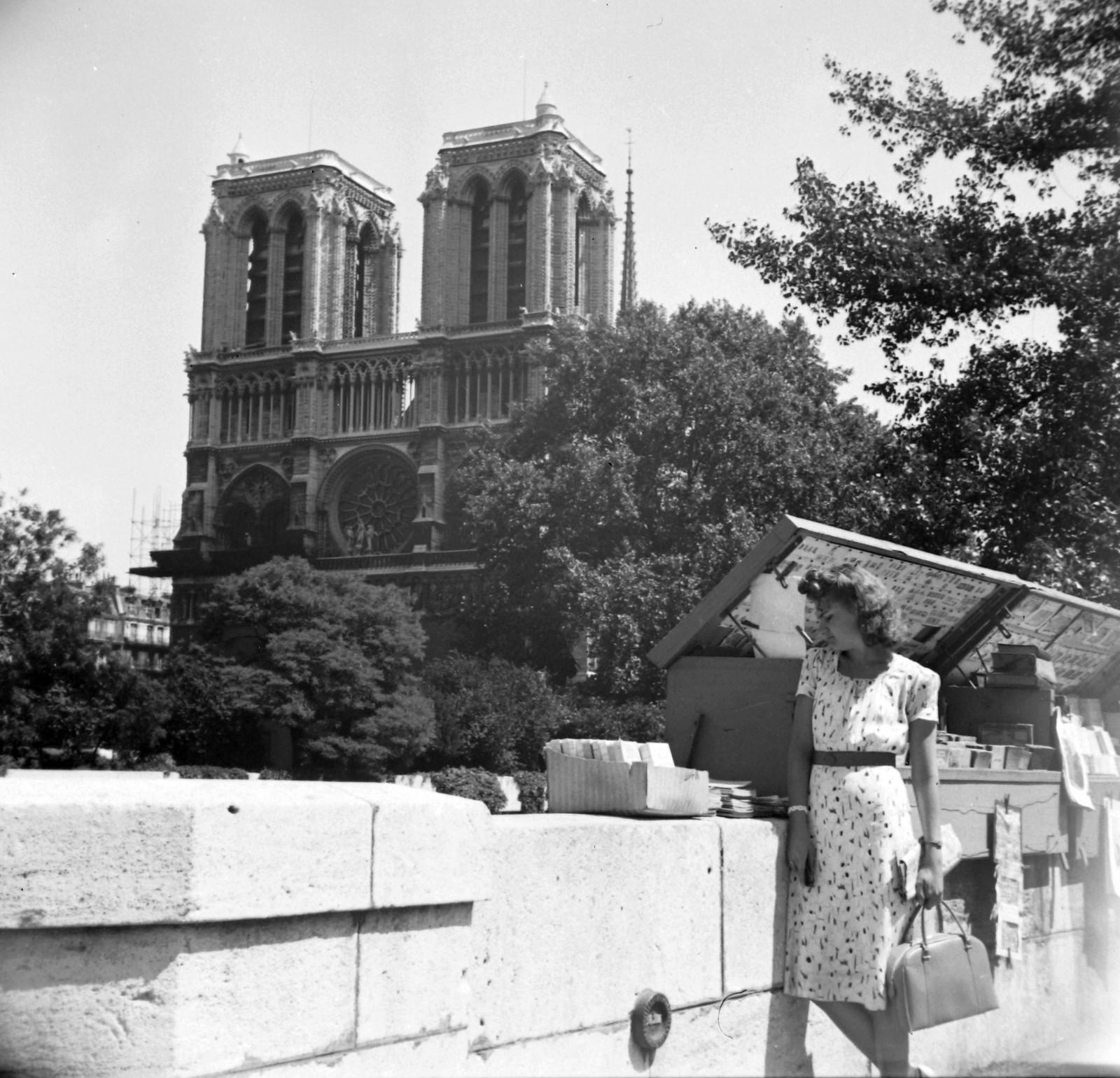 1939. Набережная Монтебелло на фоне Нотр-Дам