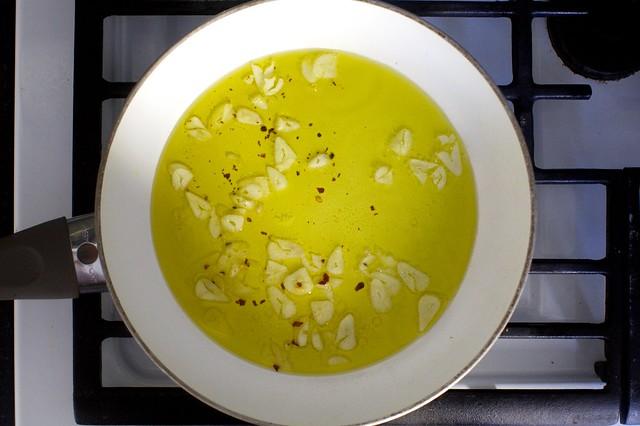 garlic, oil, pepper flakes
