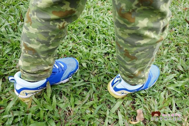 FILA 兒童氣墊慢跑鞋 足弓支撐鞋墊 (27)