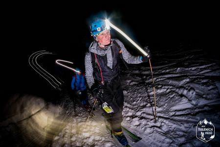 Pec pod Sněžkou prožila noc tuleních pásů, největší skialpový závod v Česku