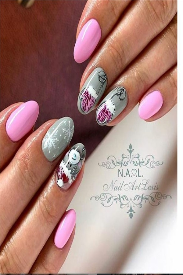 35 Creative Designs for Almond Nails You Must Try #Christmas_nails #holiday_nails #nail_art_designs #winter_nails #almond_nails