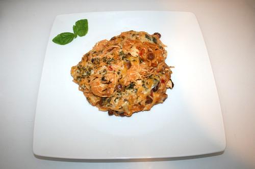31 - Creamy chicken spaghetti - Served / Cremige Hähnchenspaghetti - Serviert