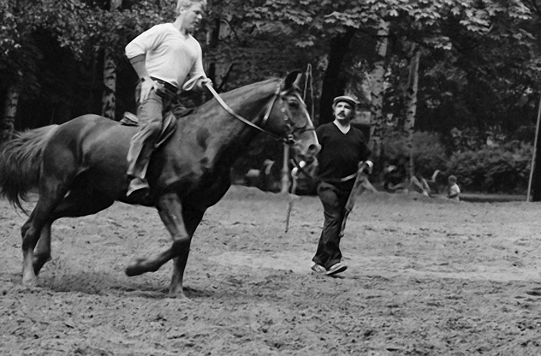 1988. Михаил Кокшенов обучается верховой езде у Маирбека Тетова. 6 июля