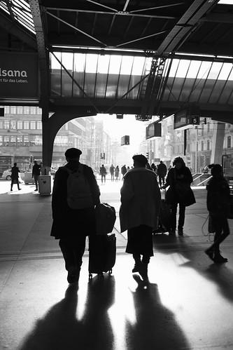 Zurich Hauptbahnhof couple