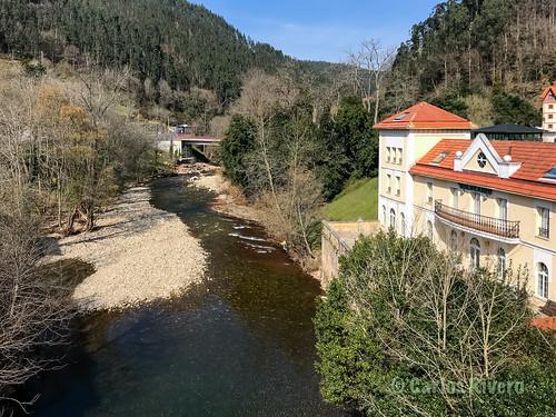 Río Pas y Balneario de Puente Viesgo.