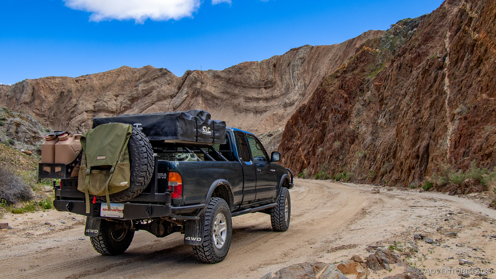 toyota tacoma in canyon sin nombre