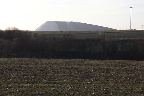 20110323 0210 503 Jakobus Feld Bäume Berg Hügel