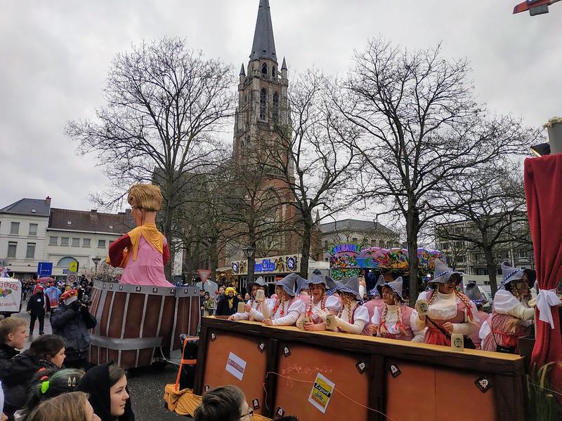Carroza en Aalst con tema de Oktoberfest