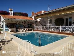 Fabuloso chalet de 1000 m2 de parcela y 400 m2 construidos.  Solicite más información a su inmobiliaria de confianza en Benidorm  www.inmobiliariabenidorm.com