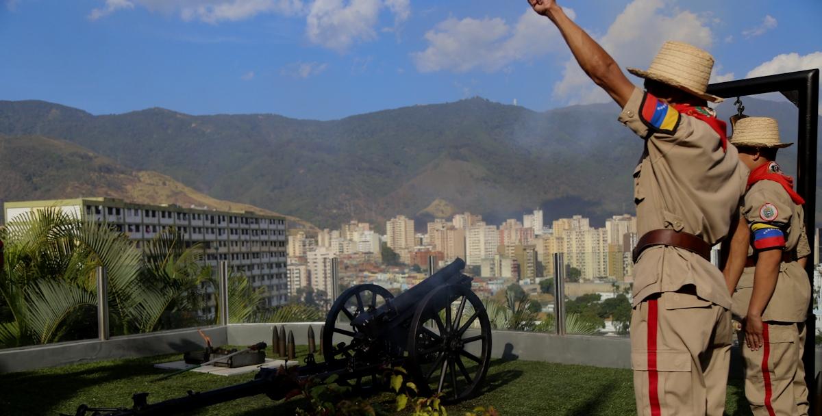 """Brigada Internacionalista """"Che Guevara""""visita el Cuartel 4F de la Montaña"""