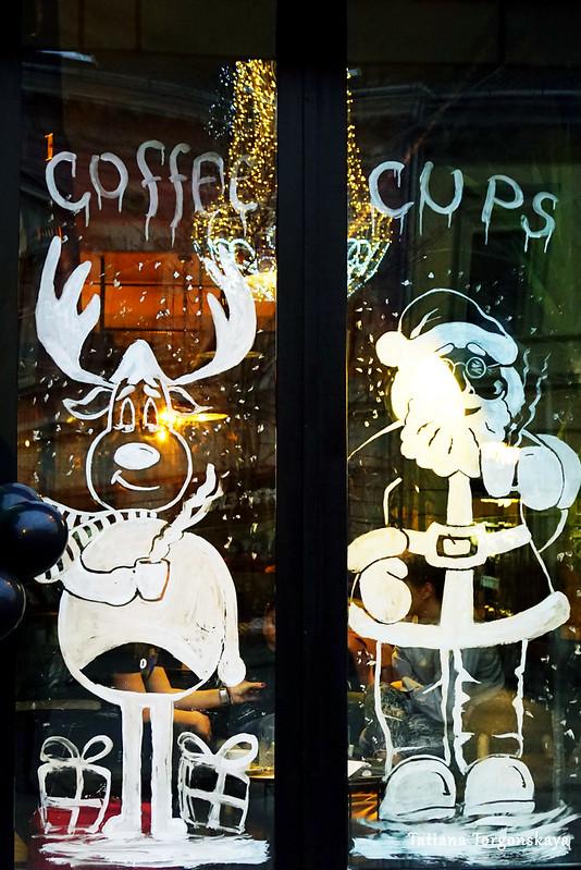 Разрисованные окна кафе