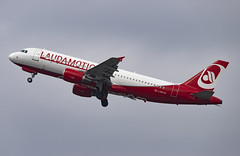 OE-LOD Airbus A320-200 Laudamotion DUS 2019-03-02 (2a)