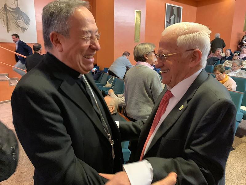 El padre Ángel, con el cardenal Maradiaga