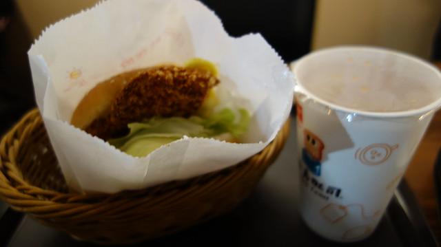 我點的黃金無骨雞排蛋堡套餐 (NTD$79)@巷弄吐司撫遠店