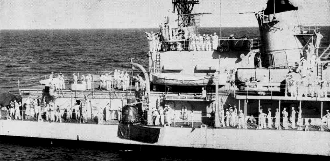 The U.S. Navy destroyer USS Noa (DD-841) recovers the