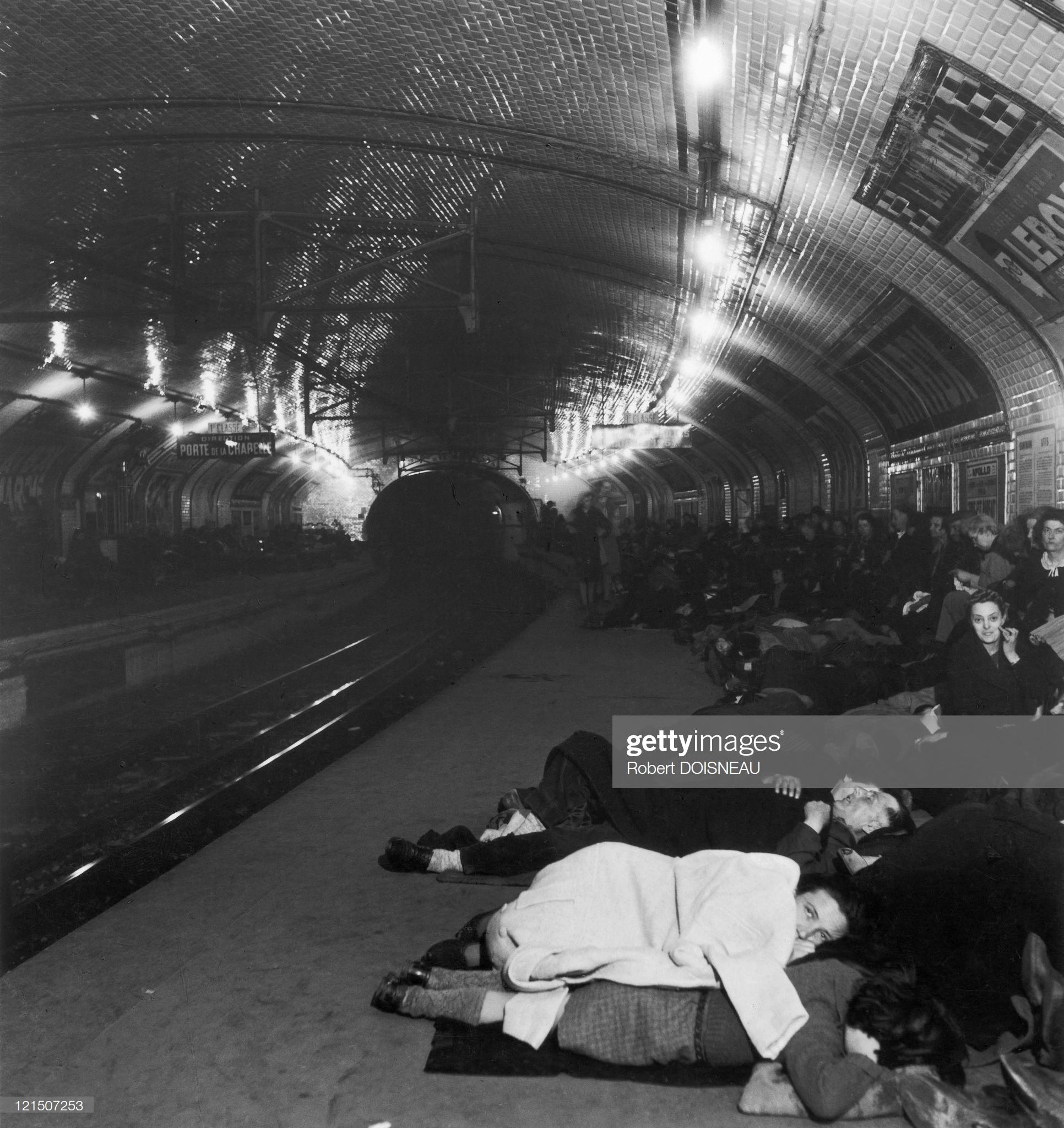 1943. Париж под оккупацией. На станции метро Ламарк