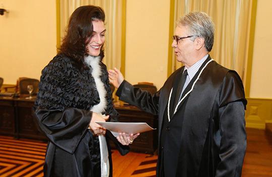 Juíza assume comarca de Rurópolis, onde tramita a ação sobre o crime de Leila Ximendes, Romulo-Nunes-entregou-a-portaria-a-juiza-Caroline-Bartolomeu-Silva