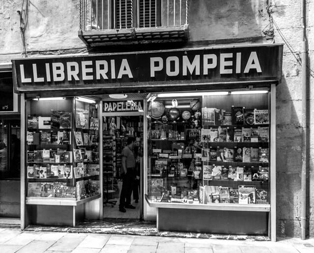 Llibreria Pompeii, Barcelona June 2011, Nikon D300S, TAMRON AF 18-270mm F3.5-6.3 Di II VC LD Aspherical IF Macro B003N