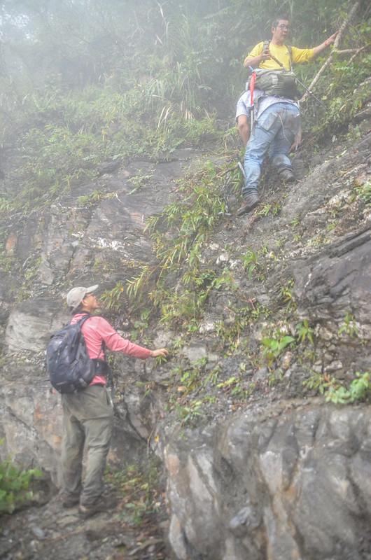 戶張山裸岩斷稜山頭下岩石坡地形 (11)