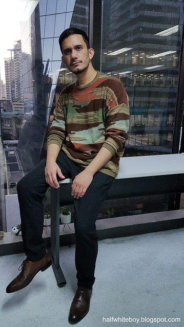 halfwhiteboy - patterned oversize knit sweater and plaid pants 02