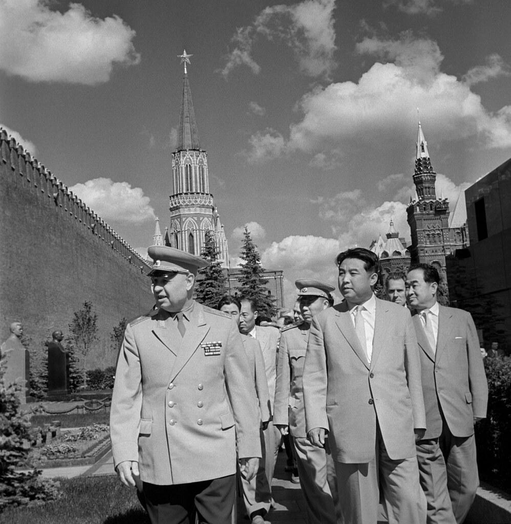1961. Генеральный секретарь Рабочей партии Кореи, Президент Корейской Народно-Демократической Республики Ким Ир Сен и корейская правительственная делегация посещают Красную площадь