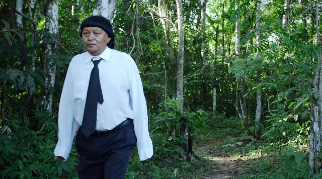 O índio Perpera Suruí foi pajé por 40 anos e, após a conversão de parte da aldeia, hoje é zelador em igreja neopentecostal - Créditos: Buriti Filmes/Divulgação