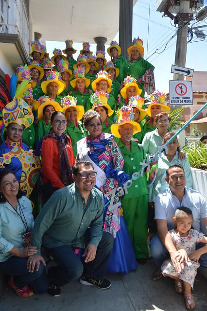 Adultos Mayores del DIF Zapotlán rumbo al carnaval de Sayula.