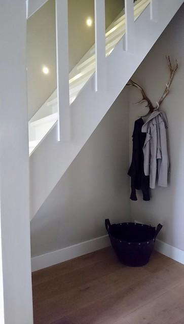 Kapstok gewei onder de trap