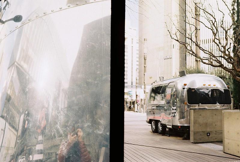 OLYMPUS PEN FT B+E Zuiko AUTO S 38mm f2 8+Lomography COLOR NEGATIVE100銀座SONYビルSPOTIFYカーゴ