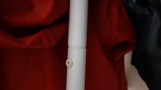 衣帽架本體拆成兩段,中間是利用螺絲固定@立格扉星空衣帽架